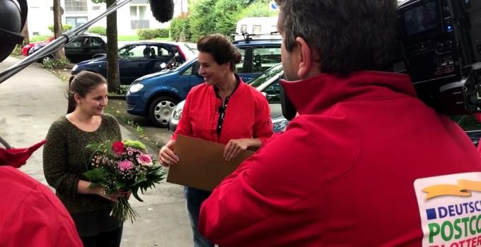 Katharina Witt und eine Gewinnerin der Postcode-Lotterie