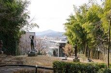 笠間日動美術館の庭園から筑波山方面