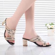 รองเท้าออกงาน มีส้นแฟชั่นเกาหลีสวยหรูหราลายผีเสื้อสีทอง นำเข้า สีดำ ไซส์38 - พร้อมส่งRB2242 ราคา1990บาท