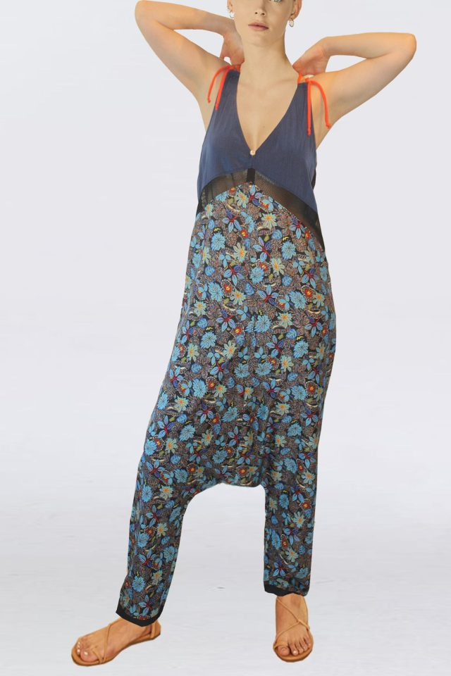 **EILA** Printed with a captivating Flower blue