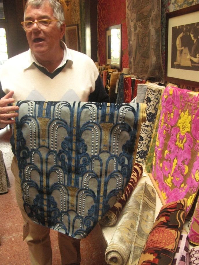Alberto Bevilacqua demonstrates a Velvet motif inspired by Art Deco New York