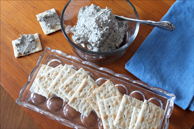 olive-and-cream-cheese-spread dip