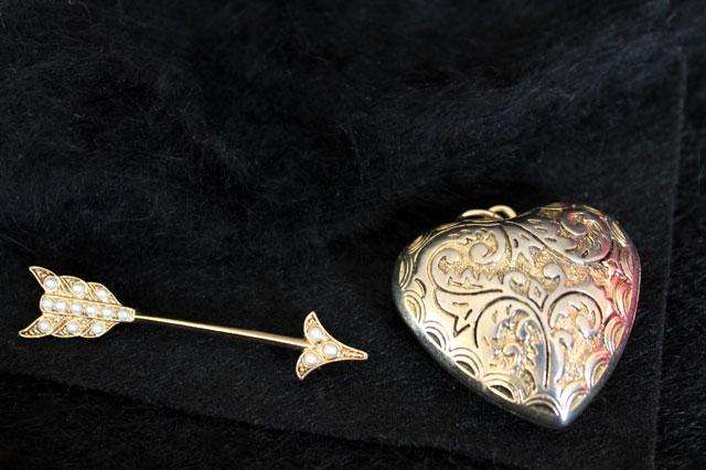 arrow-brooch-heart-pendant