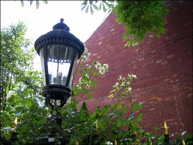 Farr-House-Lamp-Post