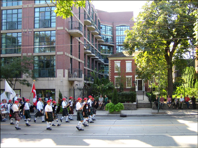 Farr-House-with-parade