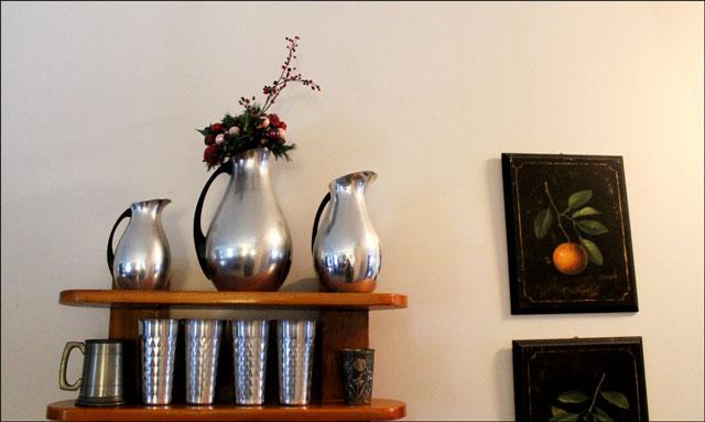 aluminum-pitchers-with-chri