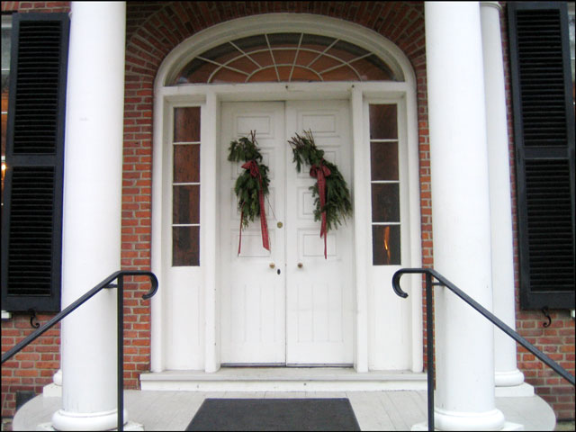 campbell-house-doorway-holiday