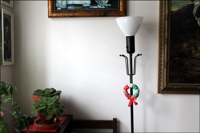 vintage-lamp-with-christmas