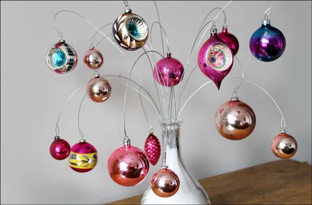 vintage-ornaments-on-diy-display