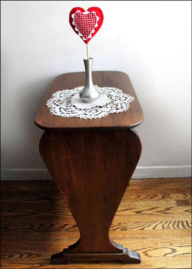 handmade-felt-and-cotton-heart-decoration-valentine-anniversary