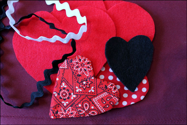 making-felt-and-cotton-hearts