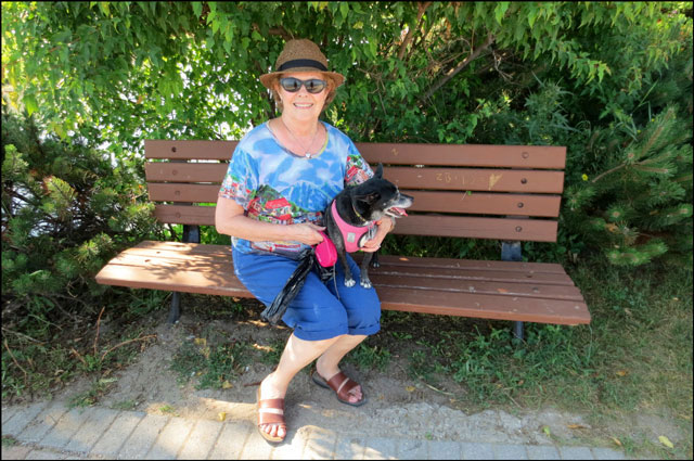 mom-and-kiki-on-a-bench
