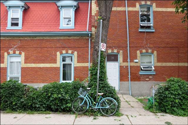 bike-infront-of-house