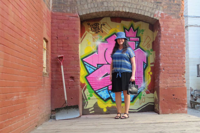 blue-stripes-in-alley-4