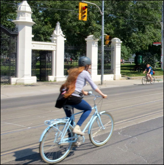 cycling-queen-st-west