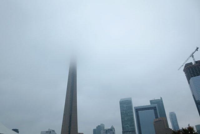foggy-toronto-cn-tower-2