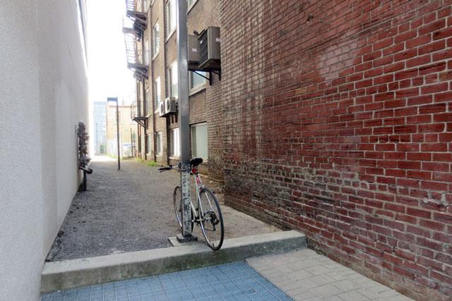 bike-parked-in-alleyway