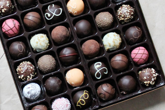 godiva-signature-truffles-close-up