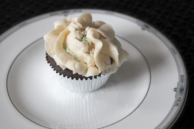 Guinness-chocolate-Baileys-Icing cupcake