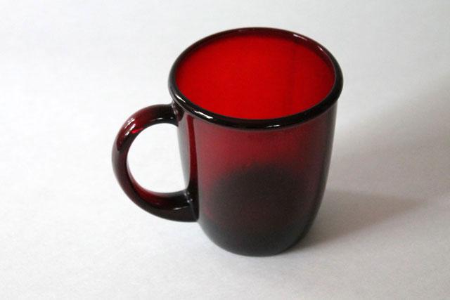 thrifted-red-glass-mug-2