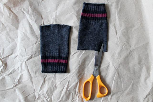 making-fingerless-gloves-from-socks