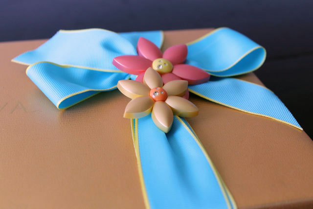 ribbon-magnet-flowers-godiva-spring-collection-mixed-chocolates