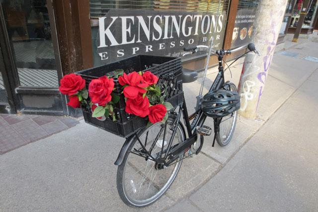 bike-with-roses-in-kensington