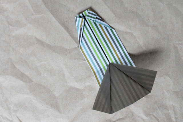 how-to-make-a-little-shirt-from-paper-for-greeting-card