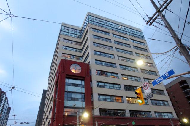 condo-with-big-clock