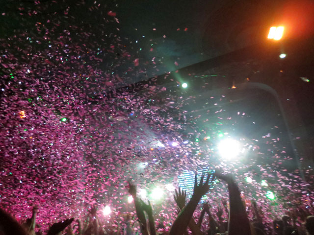 fitz-and-the-tantrums-toronto-confetti-cannon-01