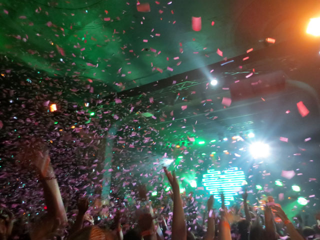 fitz-and-the-tantrums-toronto-confetti-cannon-02