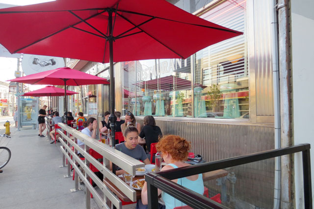 the-lakeview-restaurant-patio