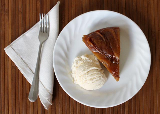 pear-upside-down-cake-with-vanilla-ice-cream-02