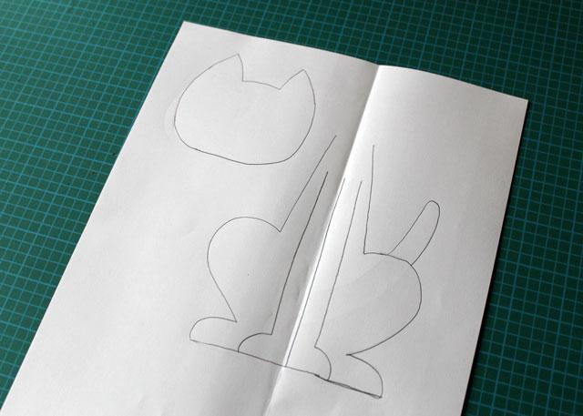 draw-pattern-to-make-felt-cat-decoration