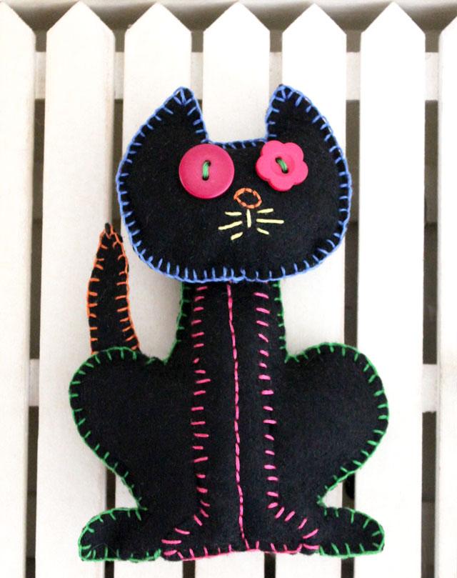 embroidery-on-felt-black-cat-plushy-halloween-decoration--diy-handmade