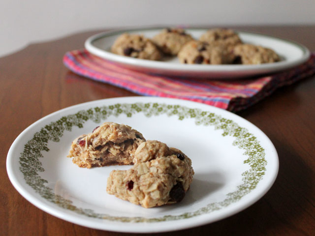 healthier-cookies-oatmeal-fruit-and-nut