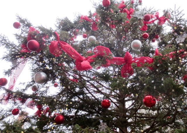 big-christmas-tree-distillery-district-christmas-market