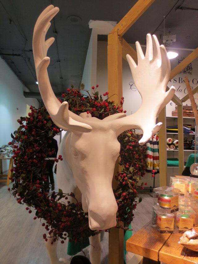 moose-christmas-decoration-the-bay-toronto-downtown-2014
