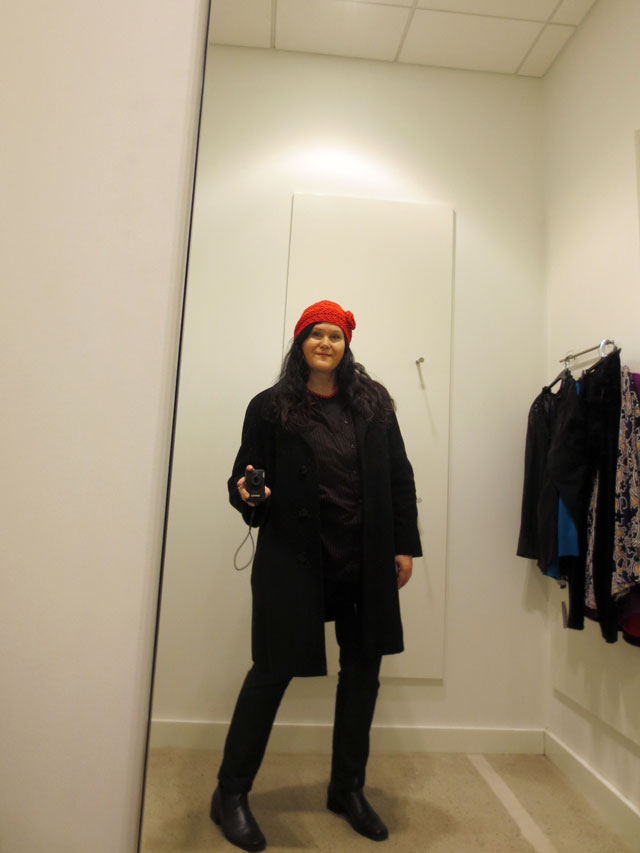 selfie-in-a-fitting-room-red-hat-03