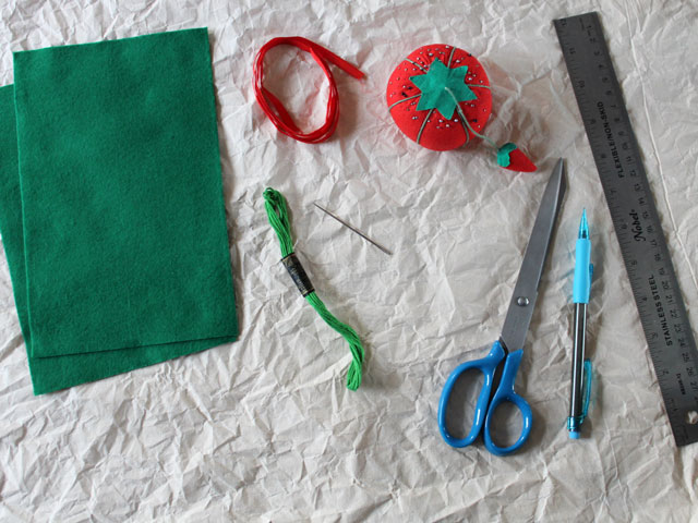 supplies-to-make-christmas-gift-decoration-wreath