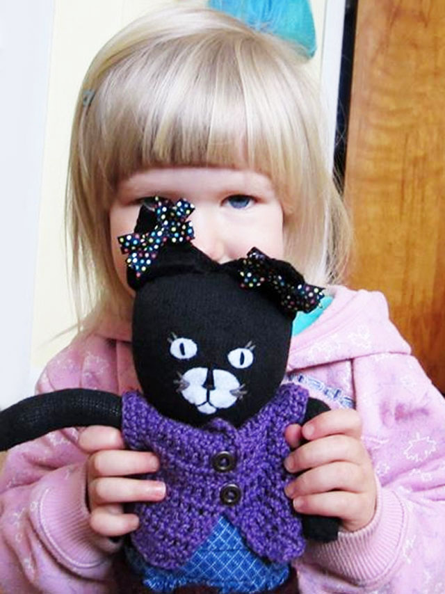 d-with-handmade-cat-toy