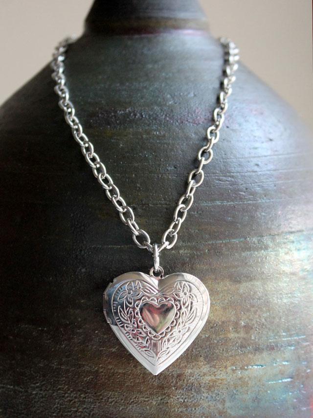 silver-metal-heart-shaped-locket