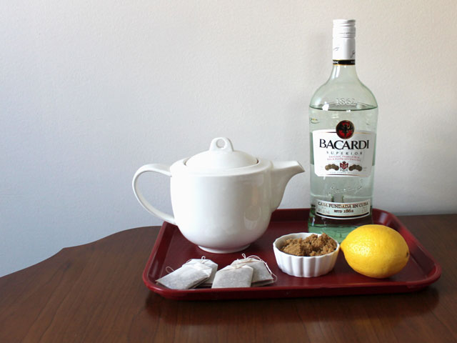 ingredients-to-make-hot-tea-cocktail-with-rum