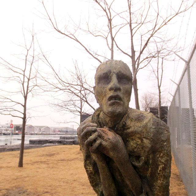 pius-mulvey-sculpture-in-ireland-park-toronto-by-rowan-gillespie