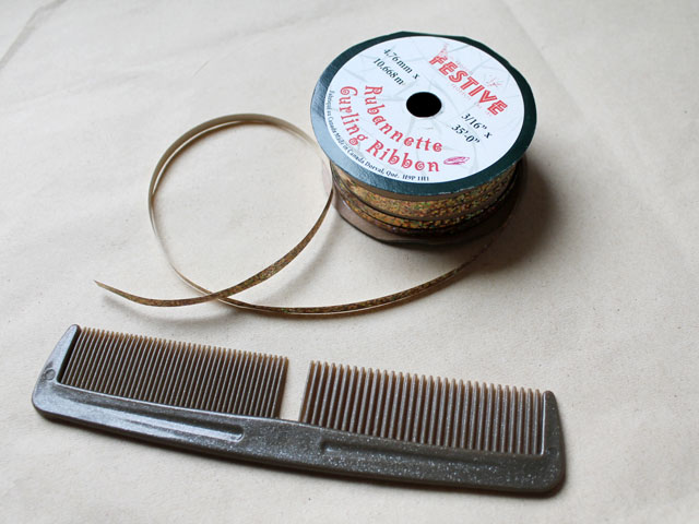 making-a-fancy-bow-for-gift-wrapping-from-curling-ribbon-and-a-comb