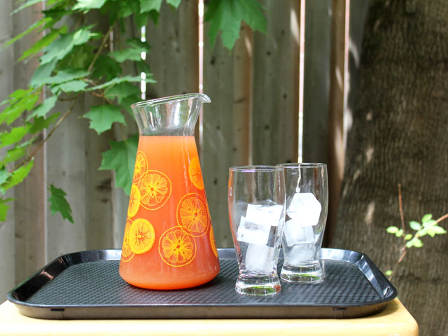 how-to-make-iced-tea-fruit-juice-and-rum-cocktail-party-drink-by-the-pitcher