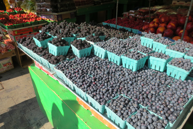 fruit-stand-on-roncesvalles