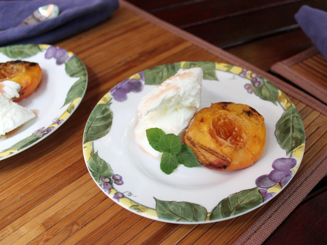 barbecued-peaches-served-with-rum-and-vanilla-ice-cream