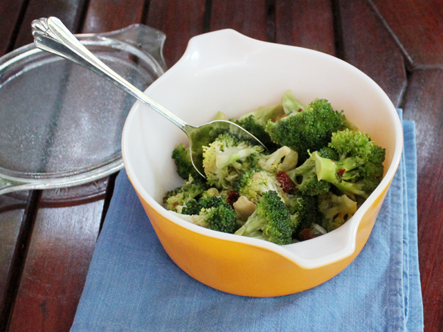 marinated-broccoli-salad-with-sun-dried-tomatoes