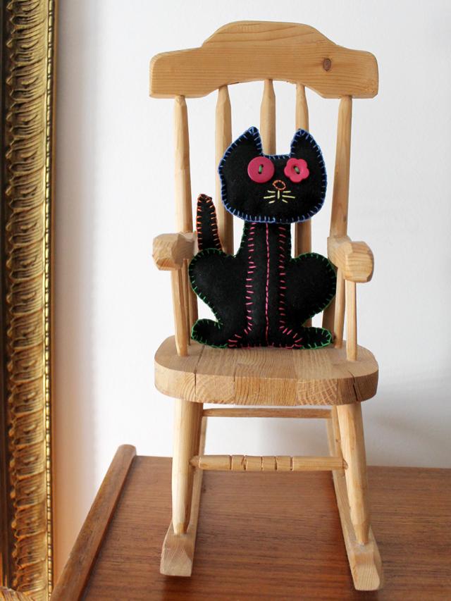 handmade-felt-cat-embroidered